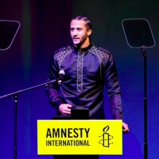 Athlete and activist Colin Kaepernick honoured with top award from Amnesty International 1 320x320 - Colin Kaepernick / Amnesty International Awards